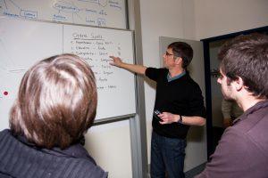 Pierre Rouyer au choix des sujets avec les étudiants