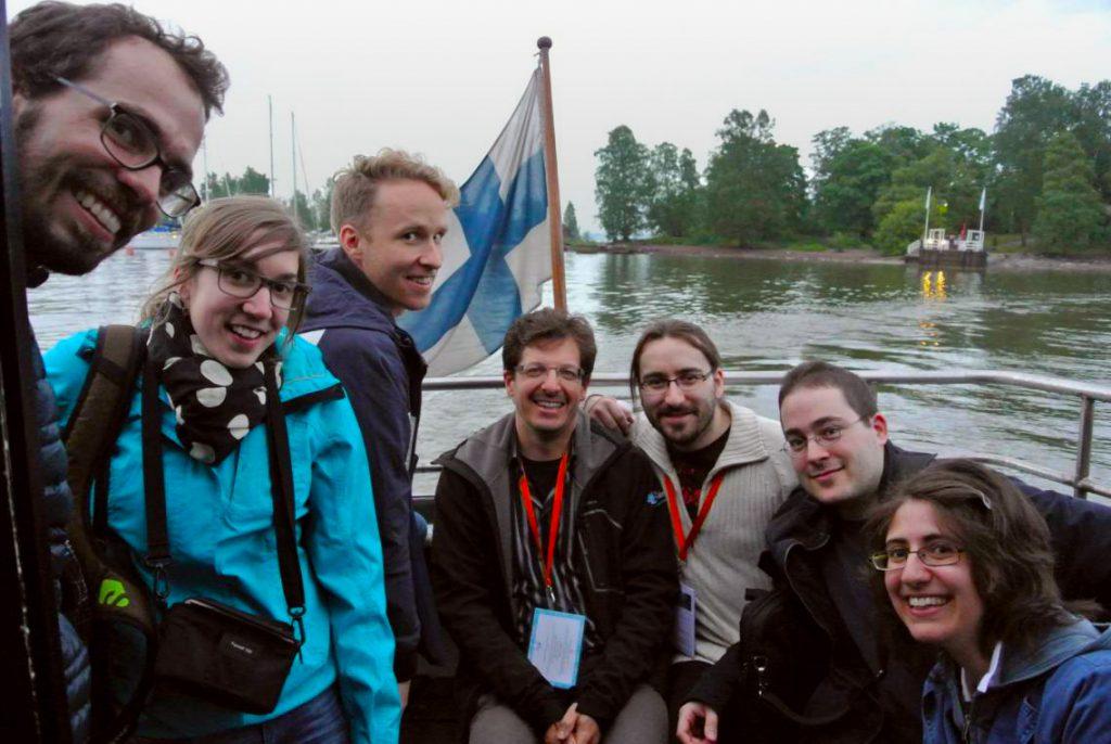 De gauche à droite: Timothée, Marion, Adrien, le drapeau finlandais, Olivier, Mathias, Simon, Sarah